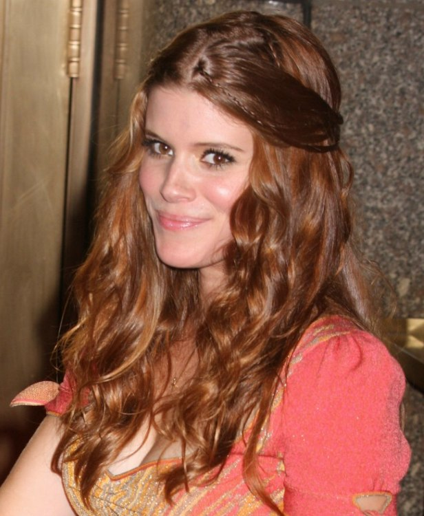 Kate Mara Youthful Hairstyle With The Hair Half Up And