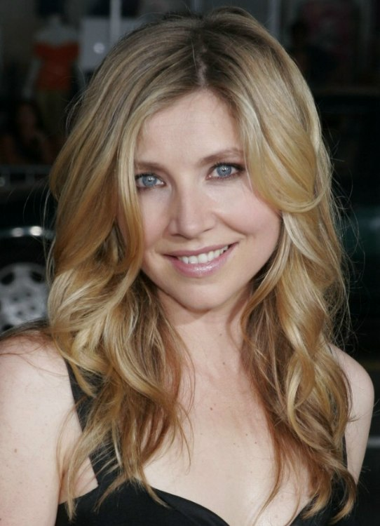 Sarah Chalkes long hair with luxurious waves and how to