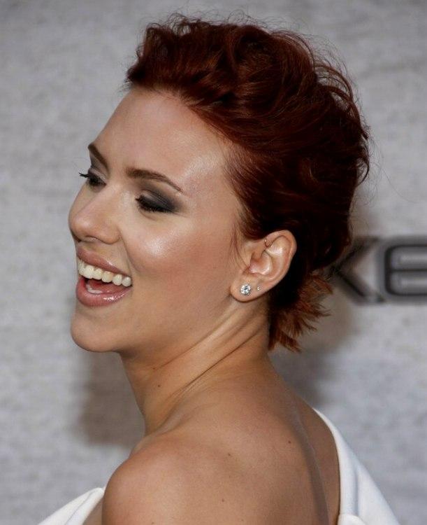 Scarlett Johanssons short hair mimic