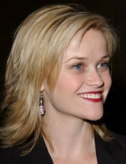 reese witherspoon sporting choppy