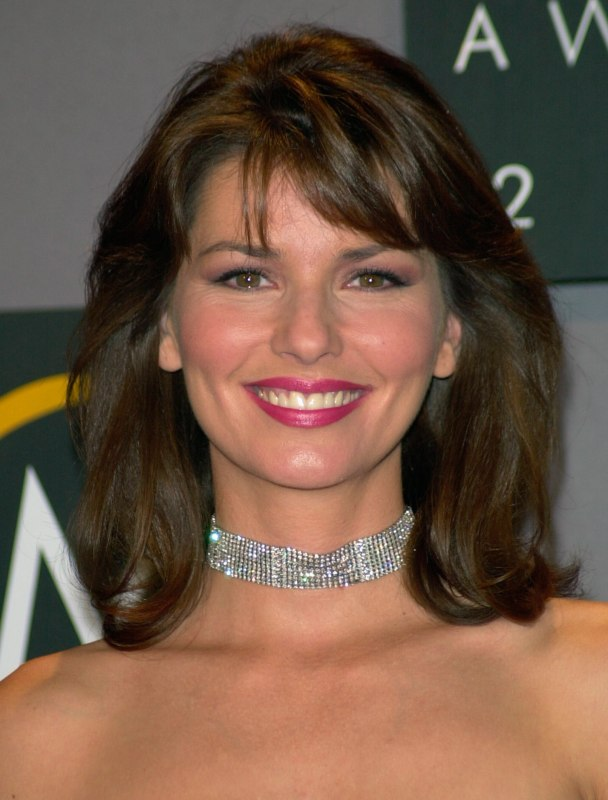 Shania Twain Wearable Shoulder Length Hairstyle With Bangs