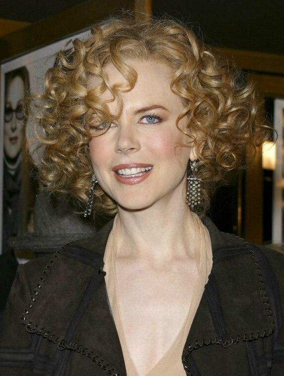 Nicole Kidman with short curly hair  Shirley Temple look