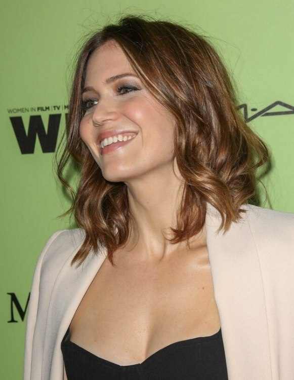 Mandy Moore  Long curly bob with the hair cut at the shoulders