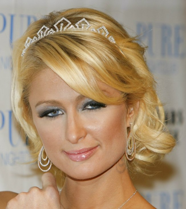 Paris Hilton with wispy medium long hair and a tiara