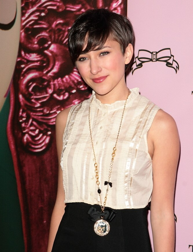 Zelda Williams short hairstyle an easy keeper and ready for work