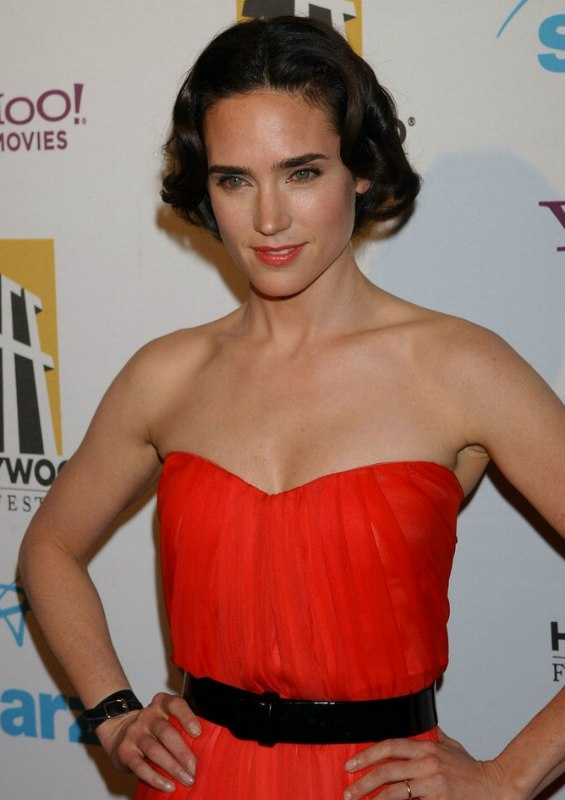Jennifer Connelly Wearing Her Hair In A Short 1920s