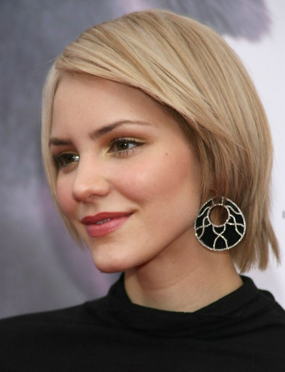 Katharine McPhees Easy To Keep Short Hairstyle With