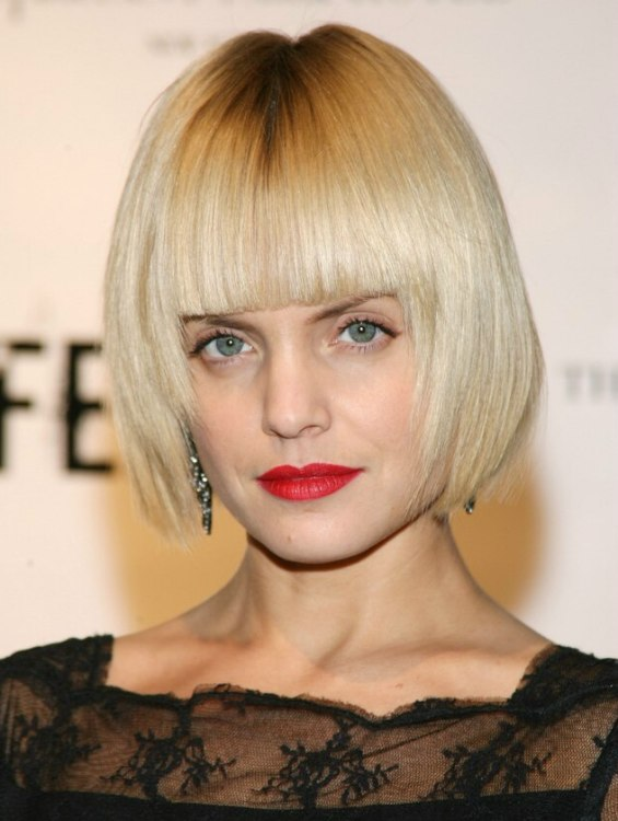 Natalie Imbruglia With Short Blonde Hair And Mena Suvari