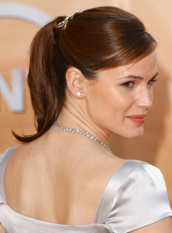 Jennifer Garner wearing a simple classy hairstyle with a high ponytail and barrette