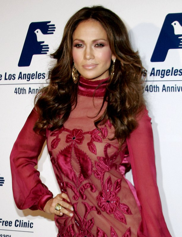 Jennifer Lopez wearing her hair open and flowing with