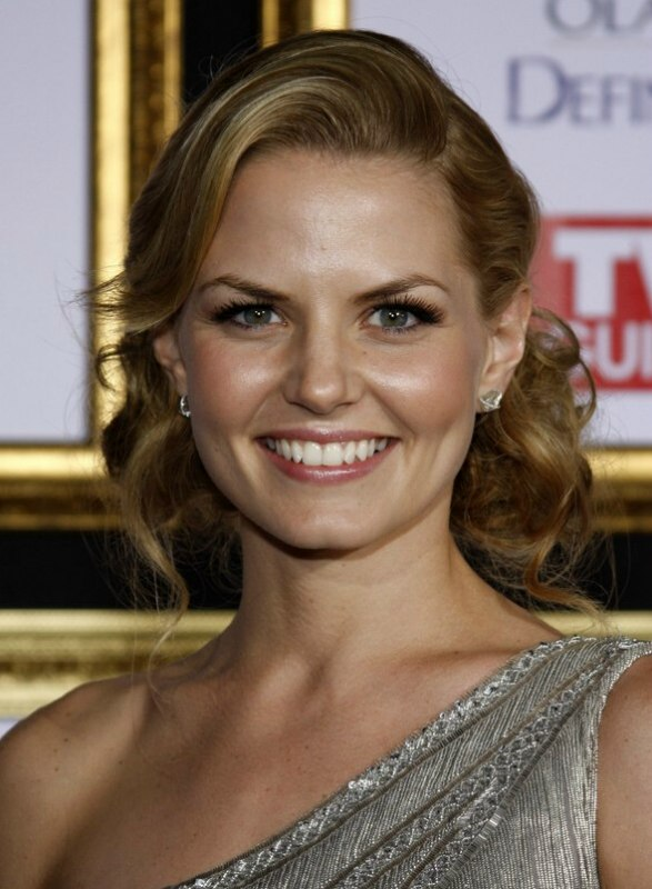 Jennifer Morrisons hairstyle with curls and a wave in the front