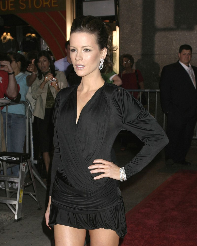 Kate Beckinsale  Missy Peregym  ponytail and straight smooth hair using serum