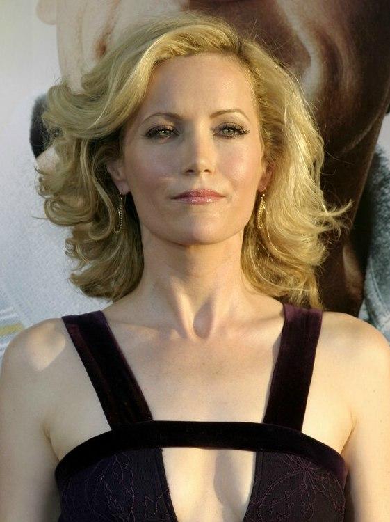 Leslie Manns shoulder length hairstyle with large opulent curls