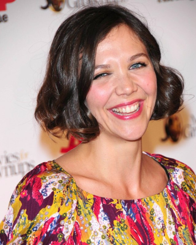 Maggie Gyllenhaals Short Vintage Hair With Curls And Waves