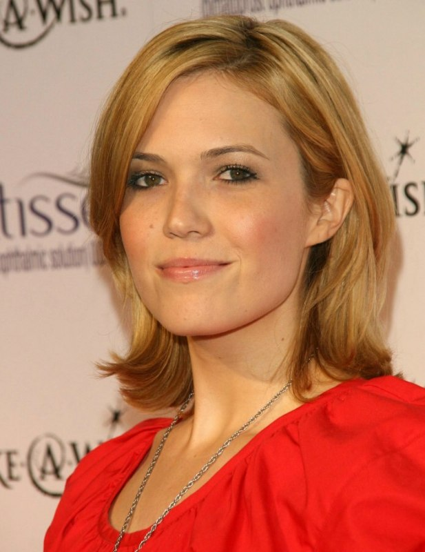 Mandy Moores simple medium length hairstyle with layers and side bangs