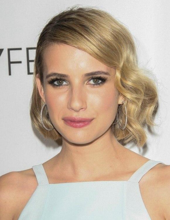 Emma Roberts  Medium length vintage hairstyle with glamorous wave