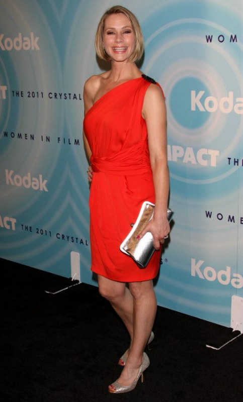 Meredith Monroes hair in a short and dressy bob