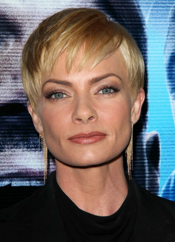 Jaime Pressly  Pixie hairstyle with a super short neck and sides