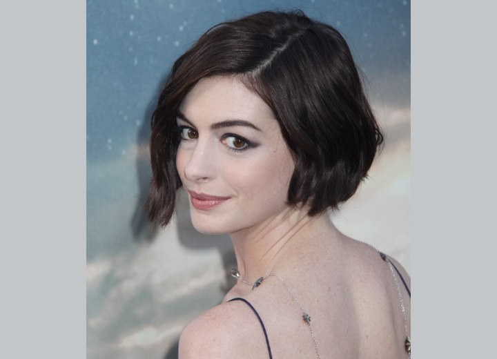 Anne Hathaway Wearing Her Hair In A Short Wavy Bob
