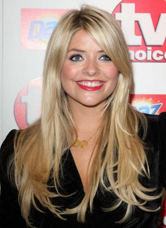 Holly Willoughby Wearing Her Trendy Long Blonde Hair With