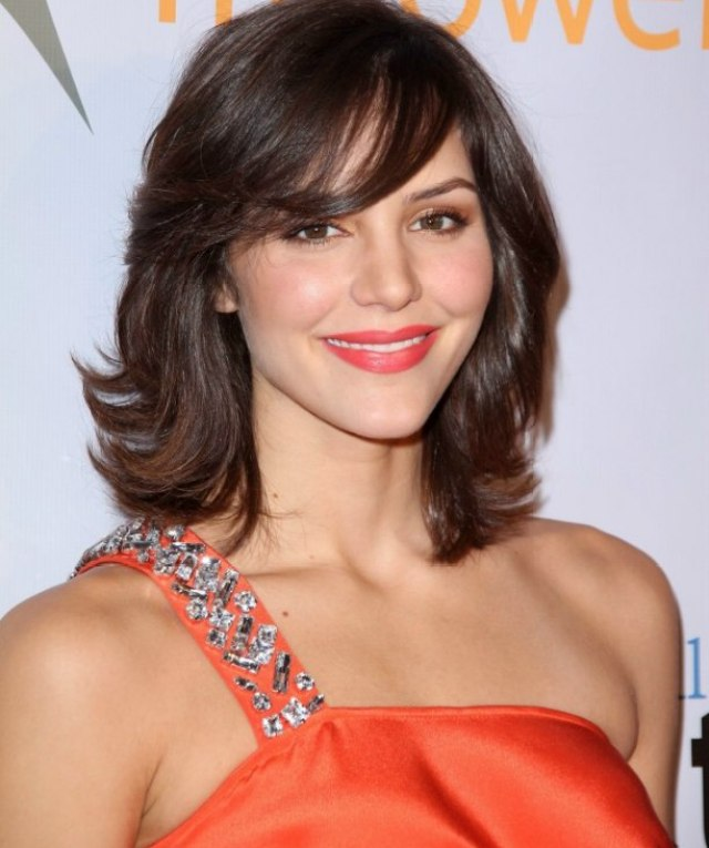 katharine mcphee | moderate length layered hair with side bangs