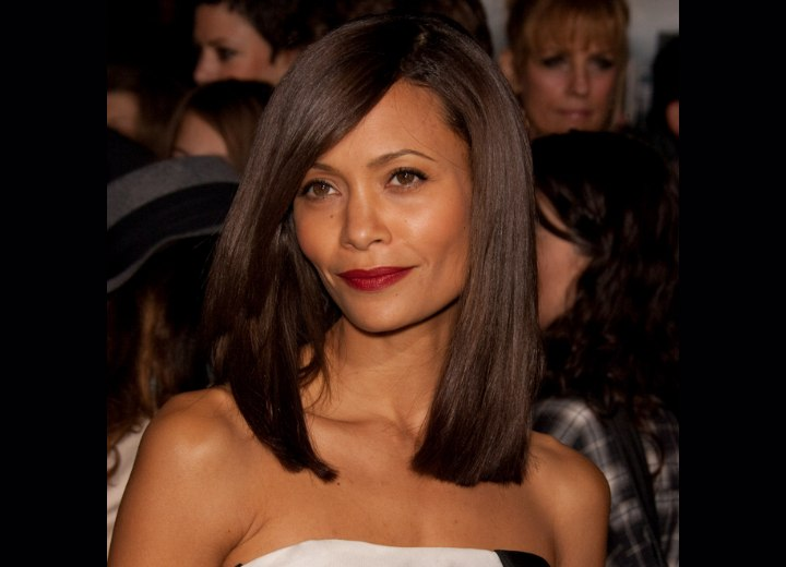 Thandie Newton Wearing Her Shoulder Long Hair In A Very