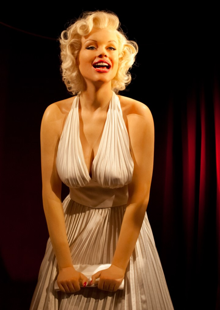 How To Style Hair Like Marilyn Monroes 50s Classic Look