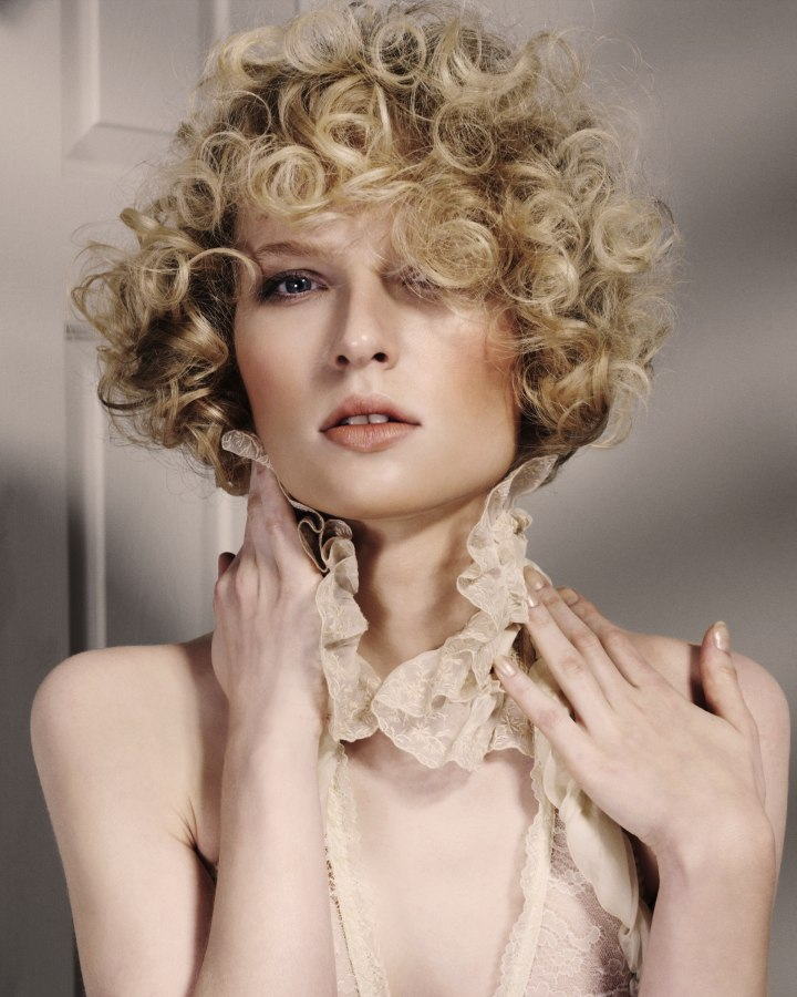 Short Hairstyle With Sexy Round Curls Covering The Ears