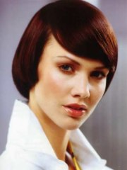 classy short and sleek hairstyle