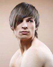 razor cut men's hairstyle