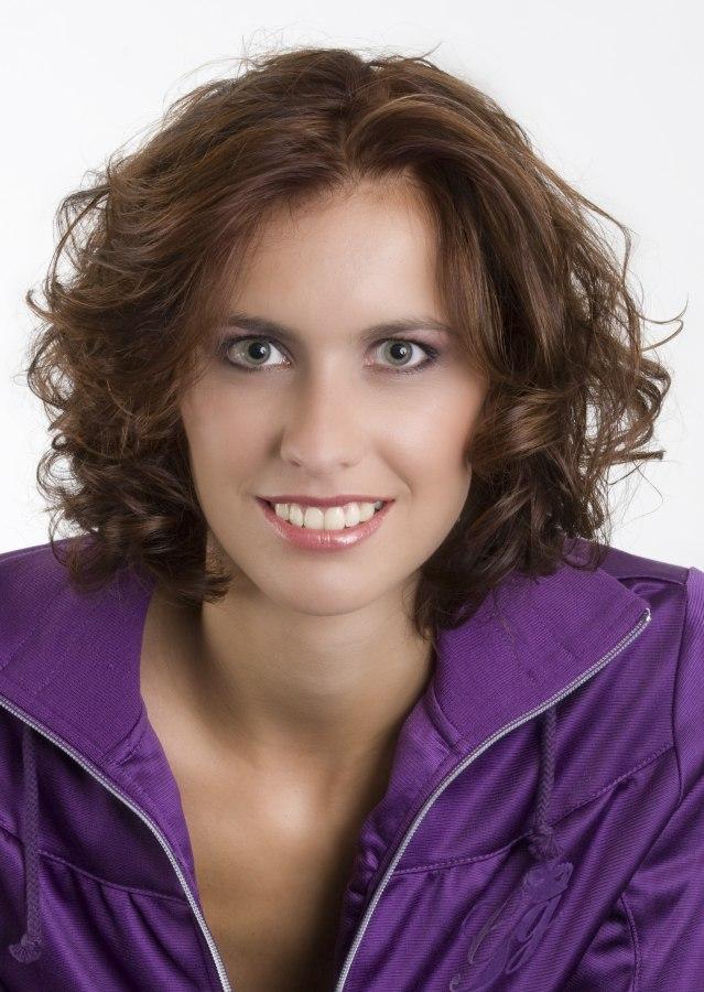 Low Maintenance Neck Length Haircut For Active Women