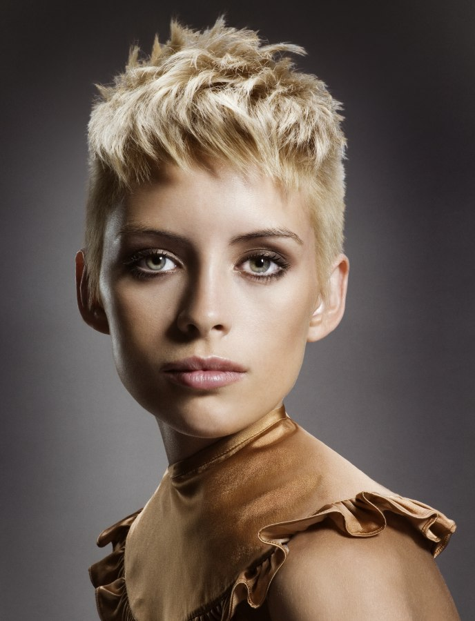 Gamineshort hairstyle with super short sides for the