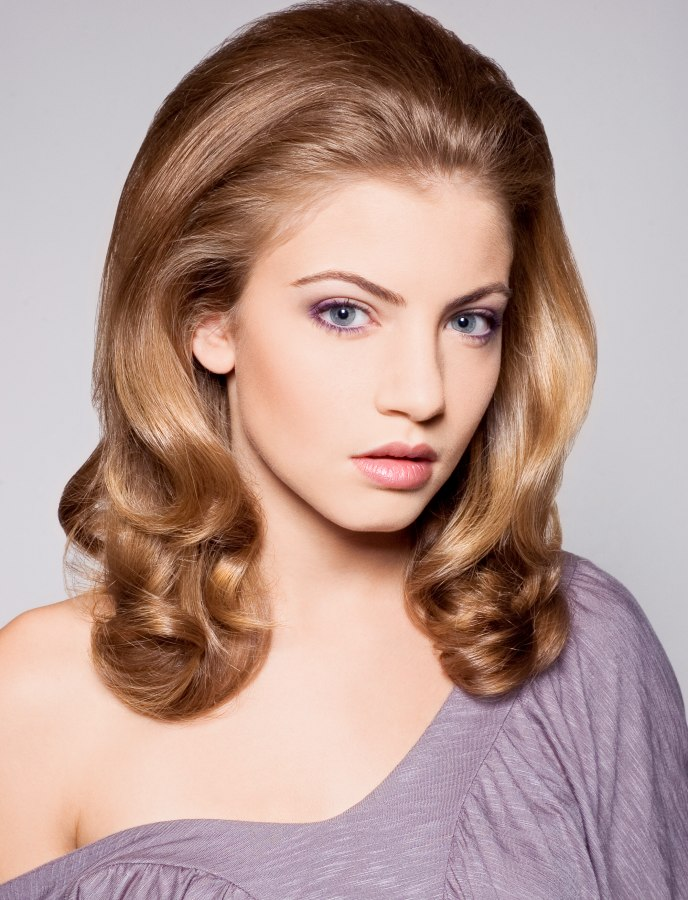 1960s Inspired Hairstyle With Long Flowing Waves That Curl Up At