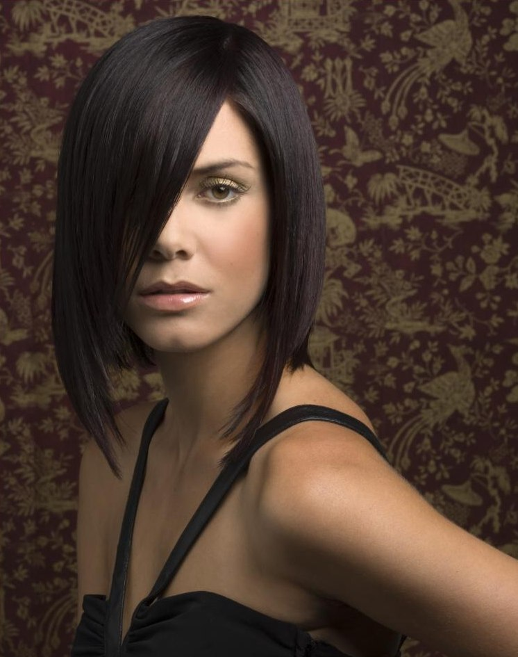 Long asymmetrical bob with a slightly angled line and