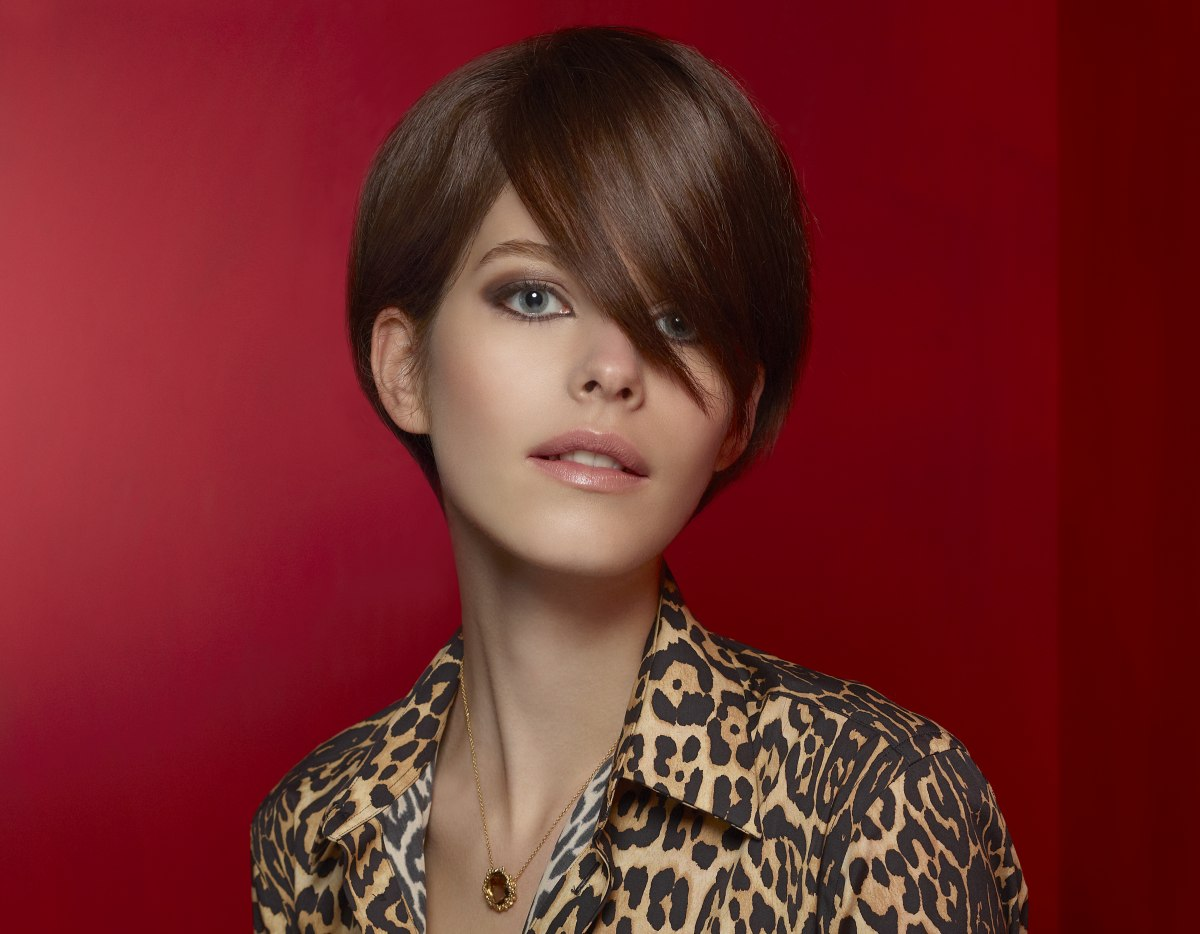 Elegant Short Hairstyle To Wear With Collared Button Up