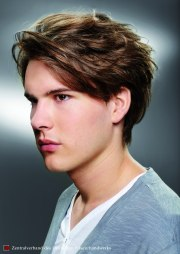 men's haircut with fringe