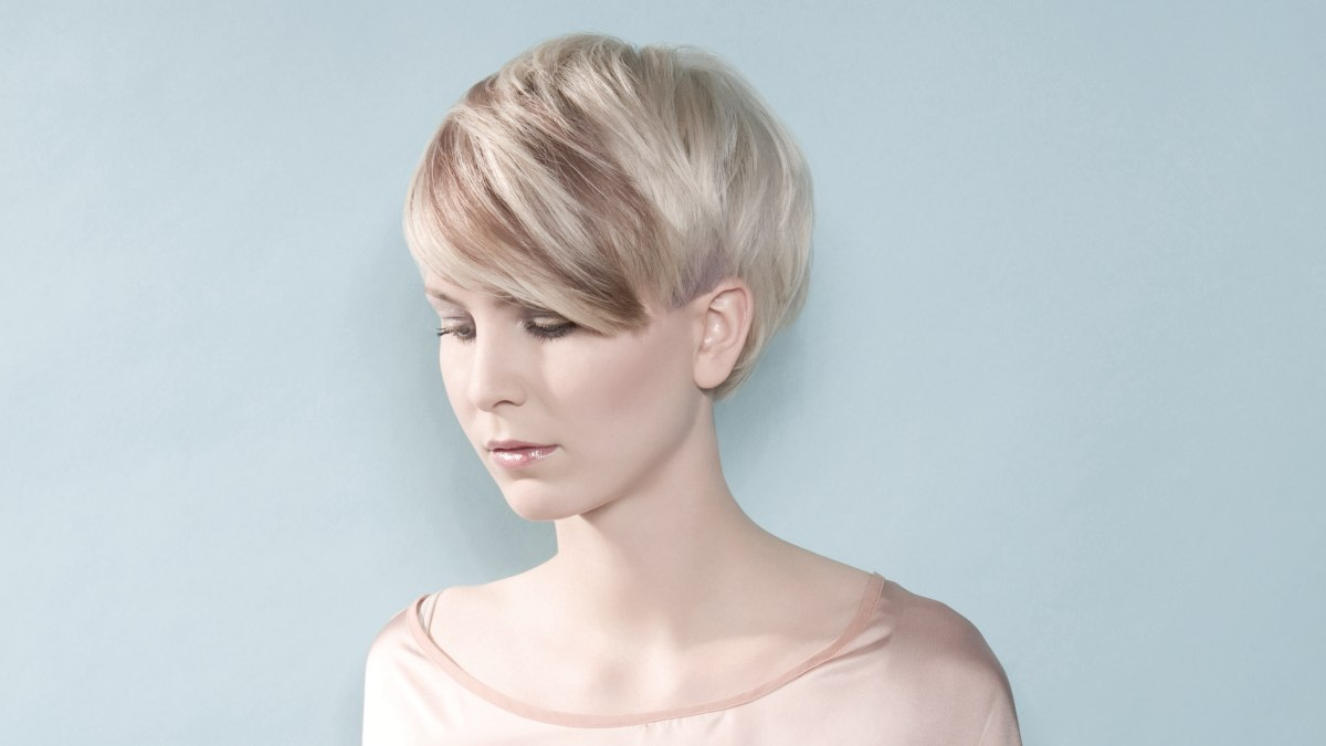 Sweet Short Hairstyle With The Ears And Neck Exposed