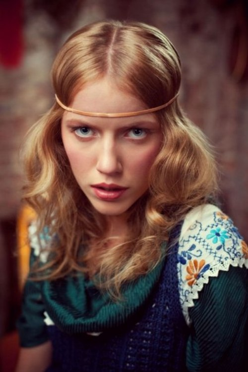 Easy 60s long hairstyle with a headband and center part