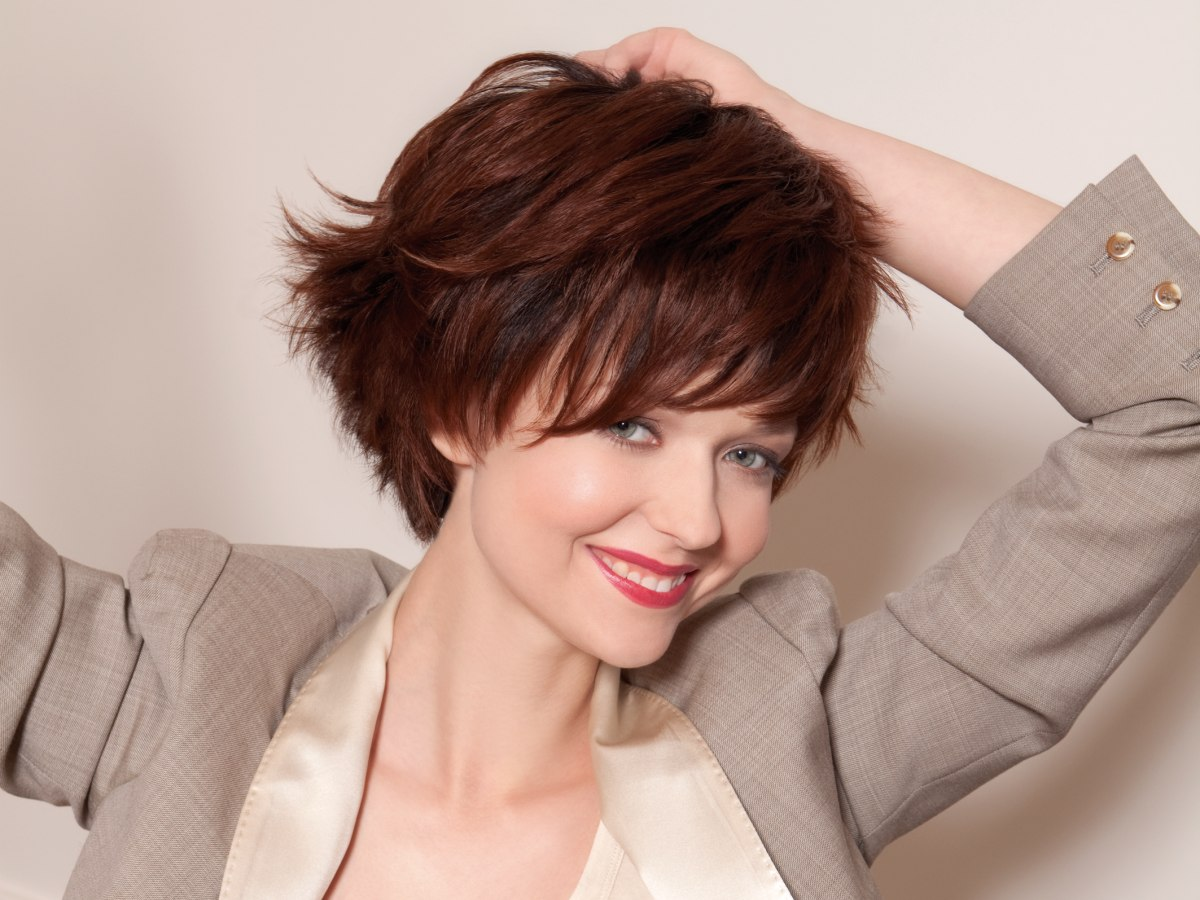 Dynamic and youthful short hairstyle with a steeply graduated neck