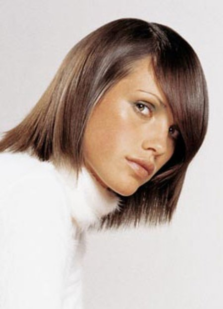 Fashionable semibob haircut with a long side part that dominates an eye