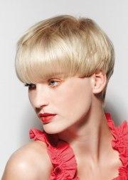 short mushroom cut with hair