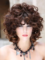 hairstyle with large curls of