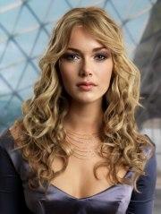ribbon shaped curls long hair