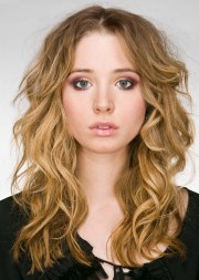 long hairstyle with romantic curls