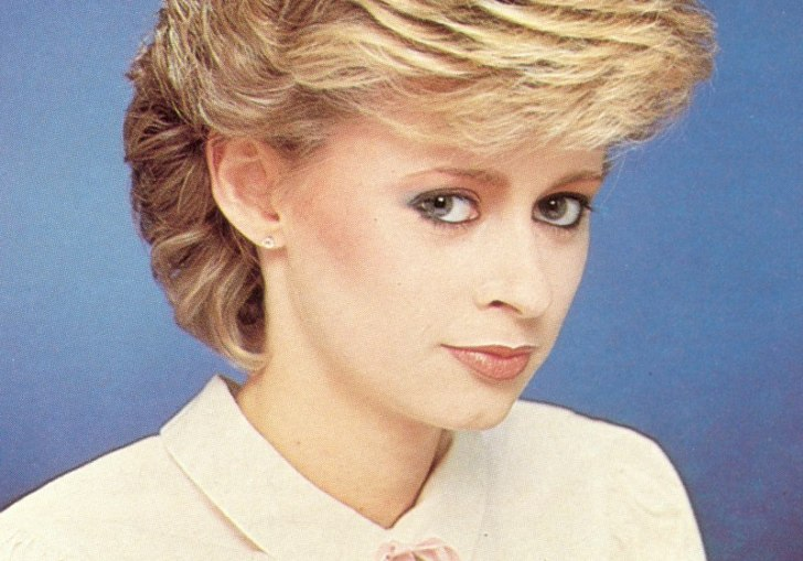 Short Feathered 1980 Hairstyles