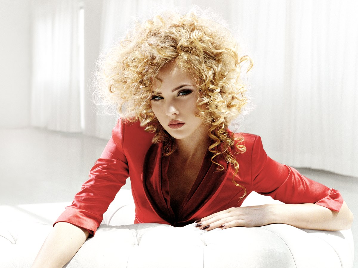 Long blonde hairstyle with spiral curls cascading below