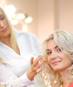 how to choose a new hair salon and the client hair stylist relationship