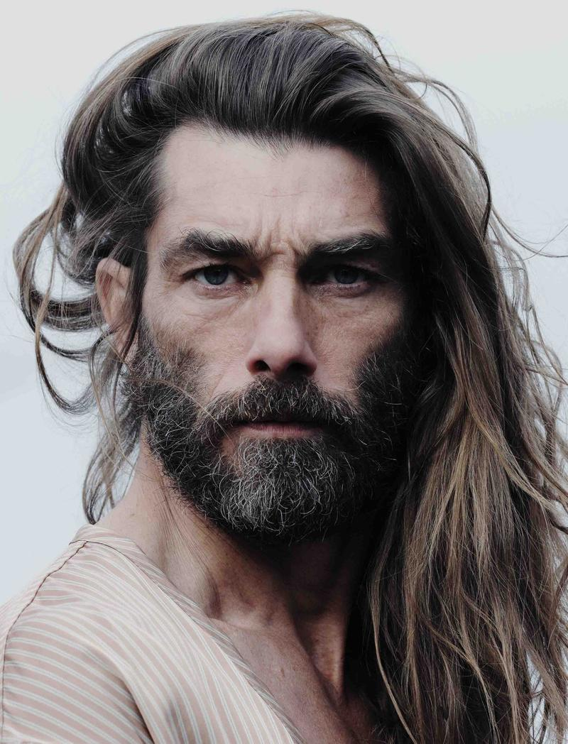This is an perfect example of Long & strraight hair for men