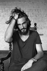 messy hairstyle for bearded men