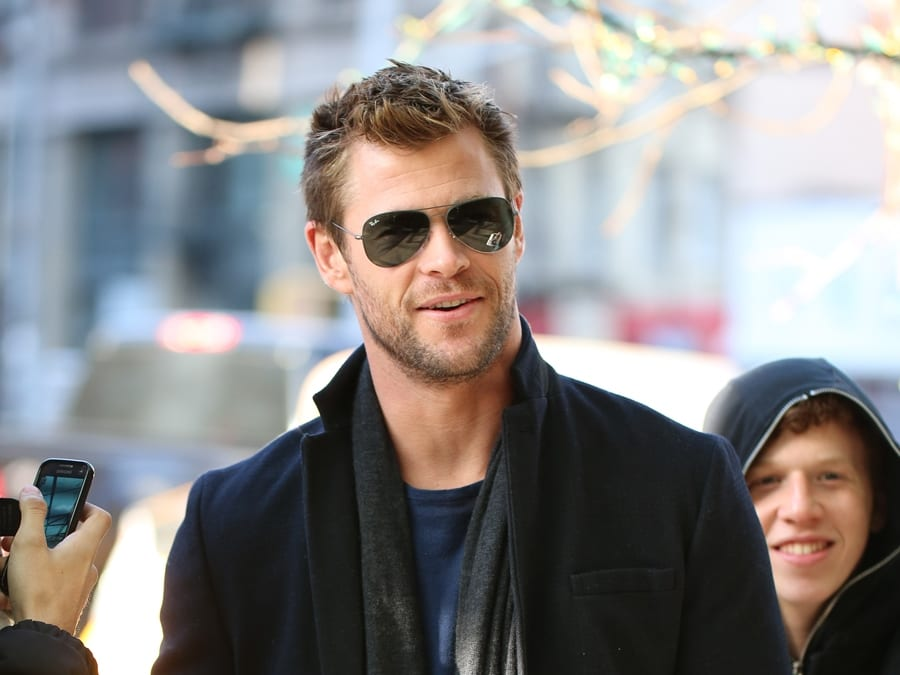 chris hemsworth short hair